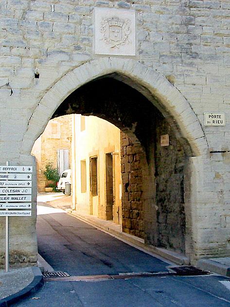 Photo vieille porte en vaucluse caromb for Restaurant caromb