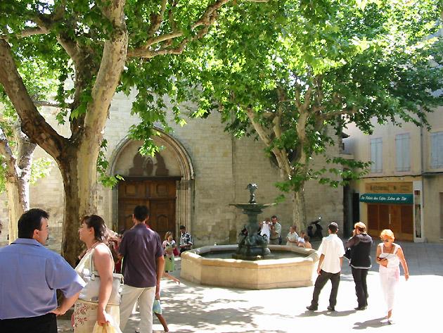 Photo place et fontaine au centre du village de manosque - Office du tourisme de manosque ...