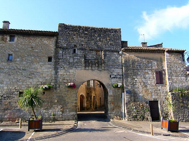 Photo rempart de saint paul trois ch teaux for Piscine municipale saint paul trois chateaux