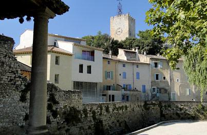 Pernes les fontaines provence vaucluse for Regle de la petanque provencale