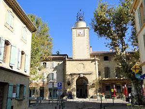 entrée remparts peyrolles en provence