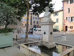 Saint maximin la sainte baume var provence for Cash piscine saint maximin