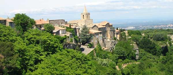 Venasque (Венаск), Прованс, окрестности Авиньона, Франция, достопримечательности и путеводитель по Венаску